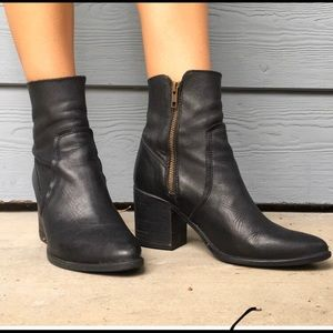 Steve Madden Pointed Stacked Ankle Boots size 7.5